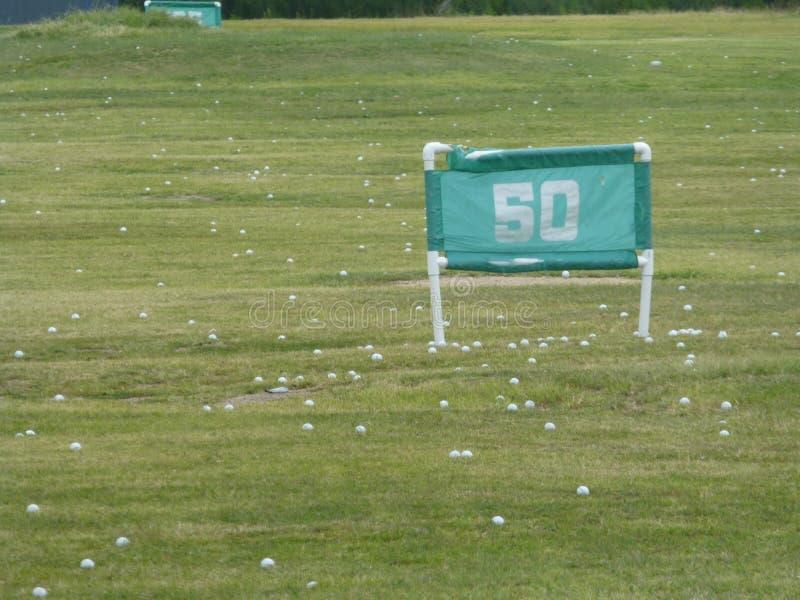 Знак 50 дворов для гольфа стоковое изображение rf