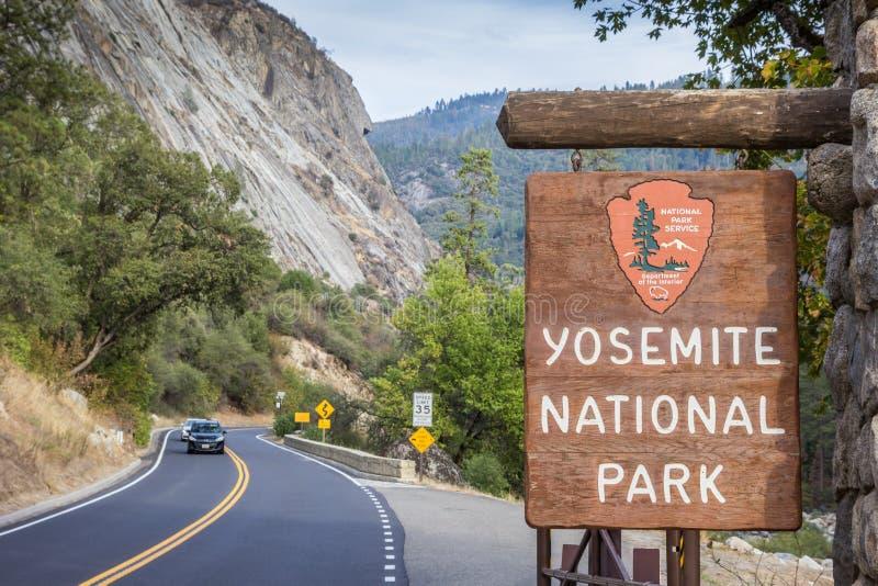 Знак входа на национальном парке Yosemite стоковое фото rf