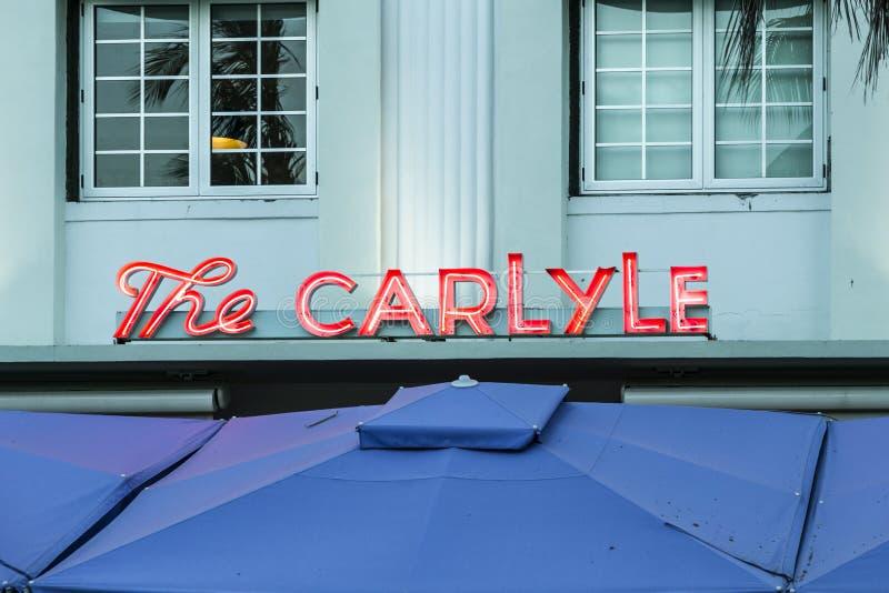 Знак гостиницы Carlyle стиля Арт Деко в Майами стоковые изображения rf