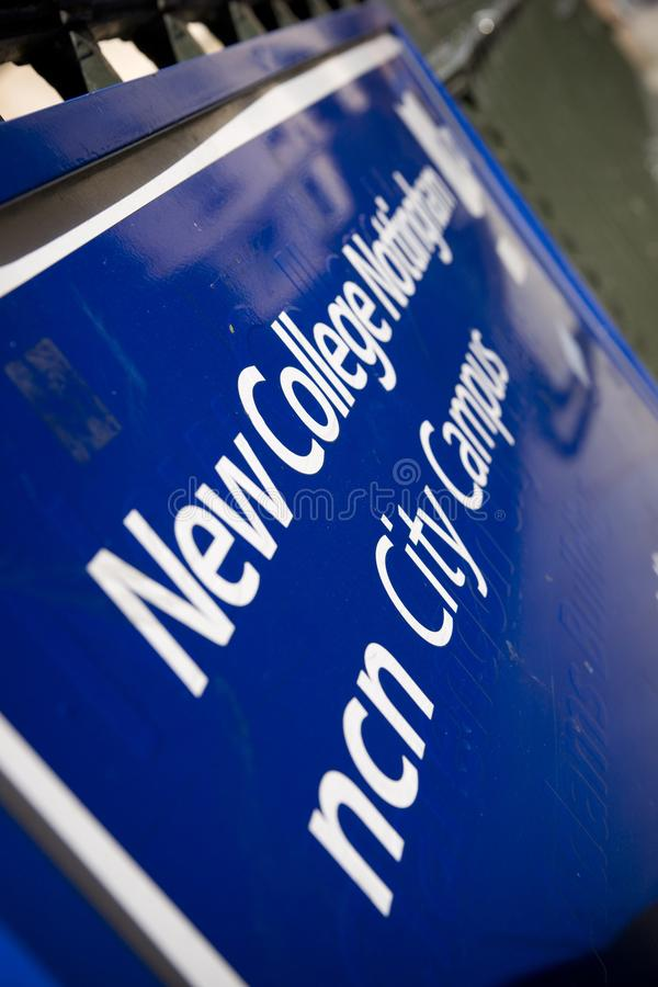 Знак для здания Адамса, новый кампус города Ноттингема коллежа, Ноттингемшир, Великобритания - 30-ое августа 2010 стоковые фото