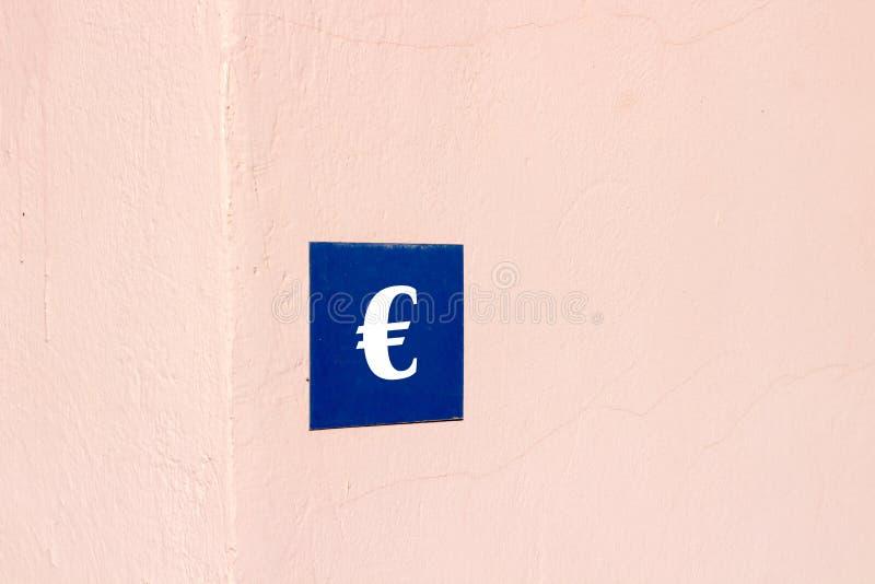 знак евро на экстерьере дома стоковые фотографии rf