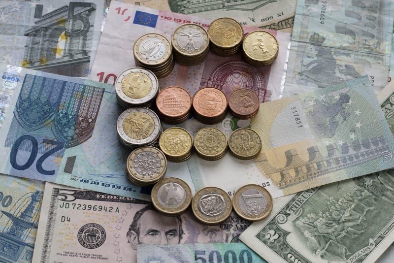 Знак евро сделанный монеток евро стоковая фотография rf