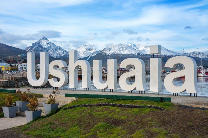 Знак имени Ushuaia и установить olivia как предпосылка стоковая фотография