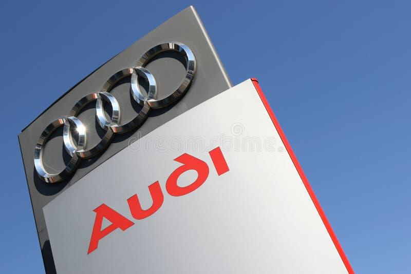 Знак дилерских полномочий Audi стоковые фотографии rf