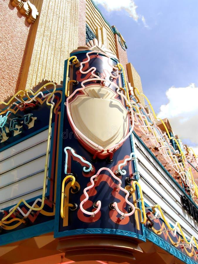 знак кино шатёр дома неоновый стоковая фотография rf