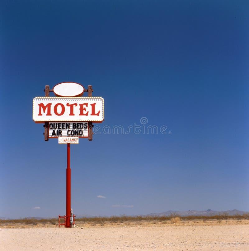 знак мотеля пустыни старый стоковые фотографии rf