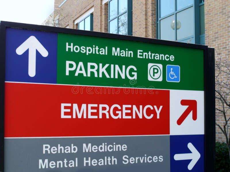 Знак направления больницы стоковые фото