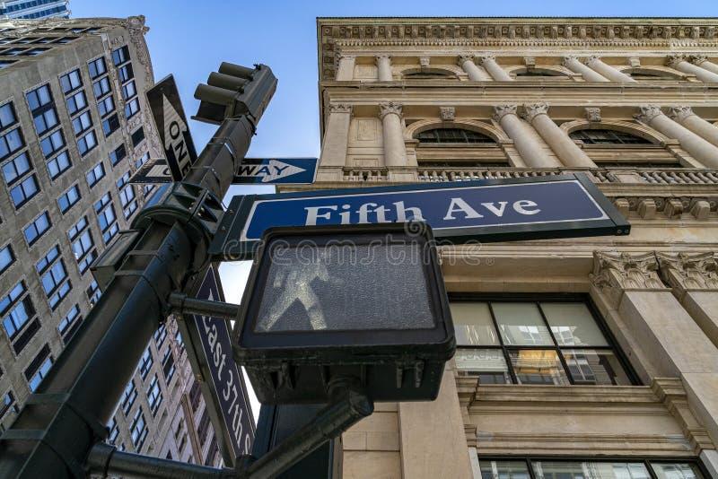 Знак Нью-Йорк Пятого авеню стоковое изображение rf