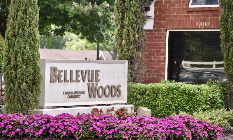 Знак общины выхода на пенсию древесин Bellevue старший, Мемфис, TN стоковые изображения rf