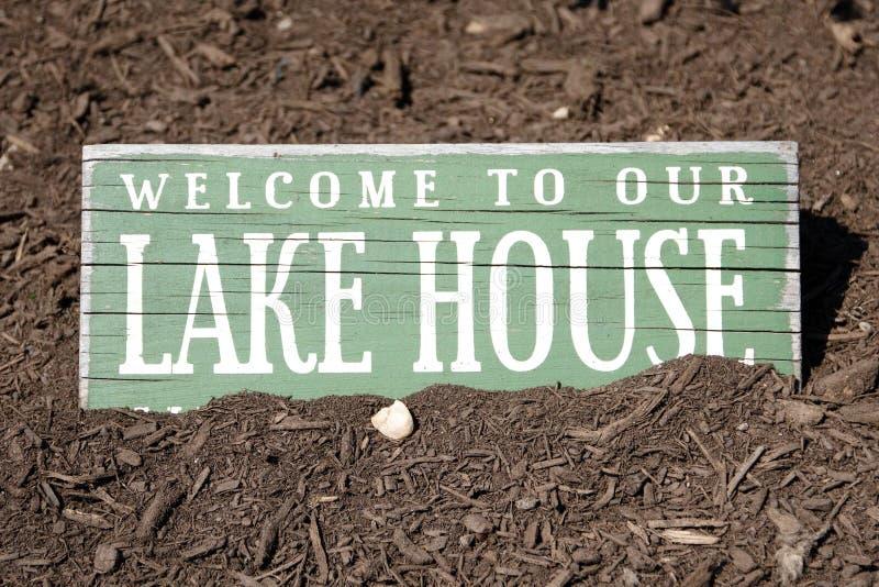 Знак дома озера стоковые фотографии rf