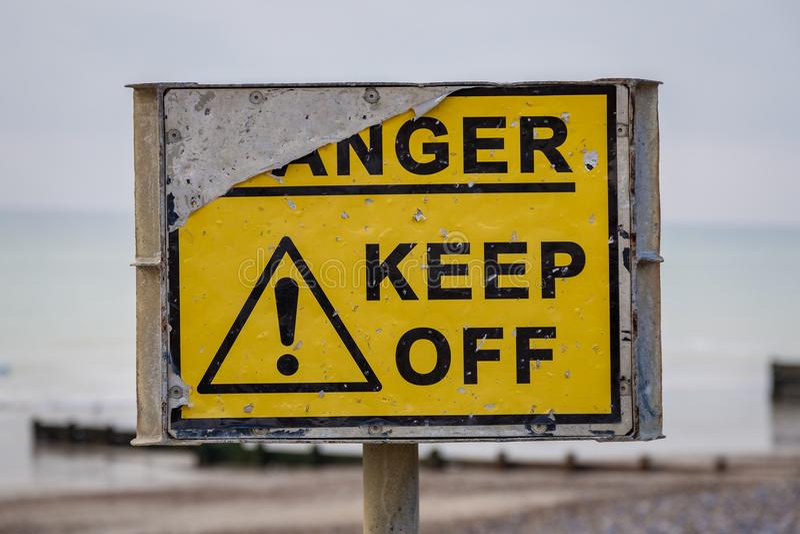 Знак: Опасность - держите  стоковое фото rf