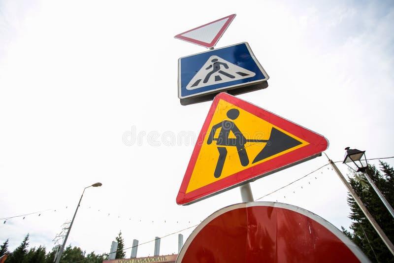 Знак дорожных работ стоковое изображение rf