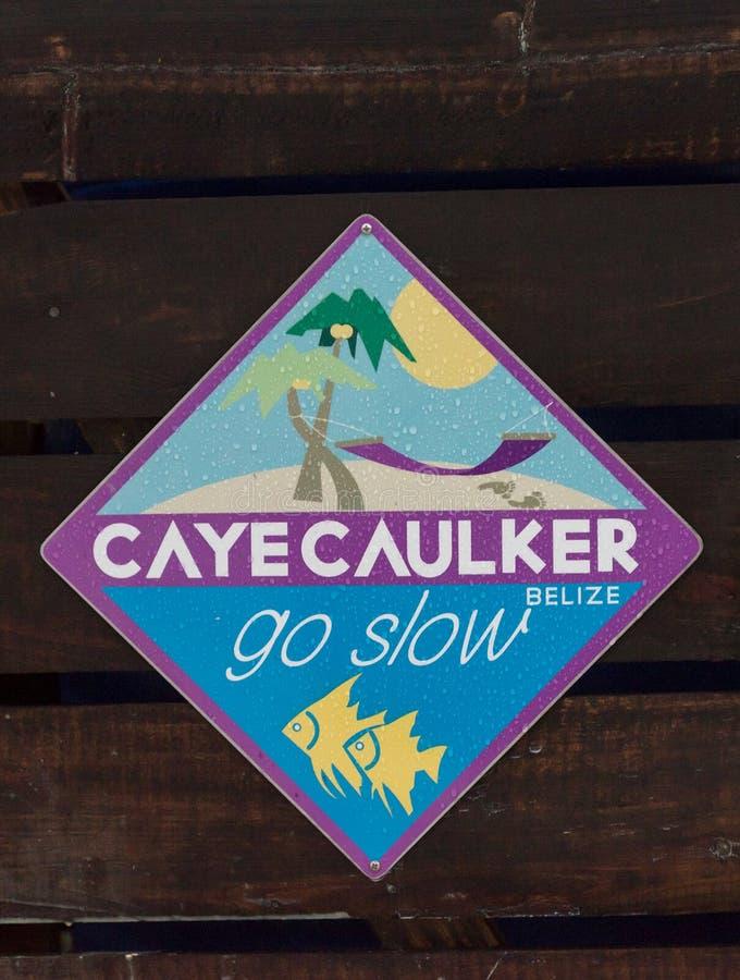 Знак острова чеканщика Caye Пойдите медленный стоковое изображение