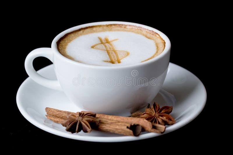 Знак доллара на кофейной чашке искусства latte стоковая фотография