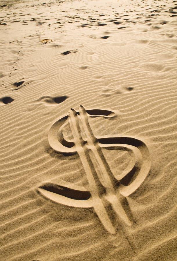 знак песка доллара стоковое изображение rf