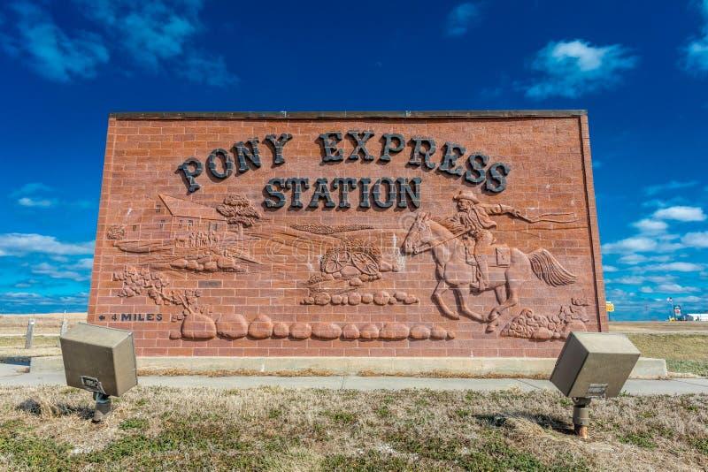 Знак пони срочный, ранчо Hollenberg, с трассы 36, Небраска отметит пятно в то 1860/61 действуемого срочного пони стоковые фото