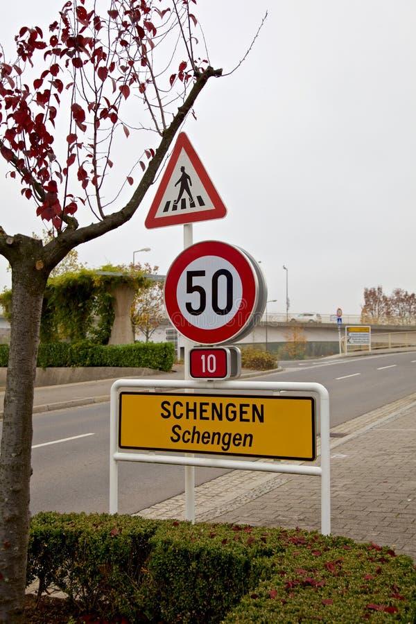 Знак предела города Schengen стоковые фотографии rf