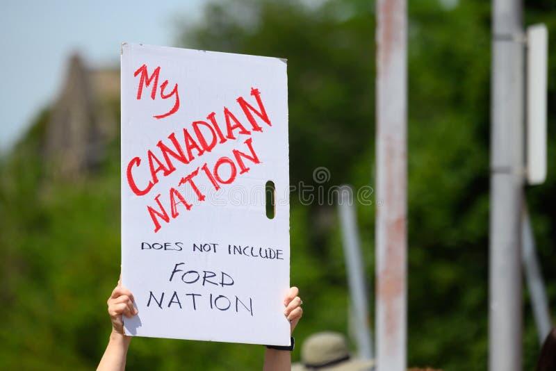 Знак протеста Анти--Doug Форда на день Канады стоковое изображение rf