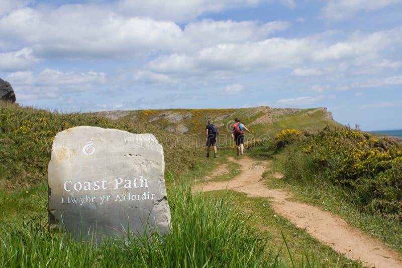 Знак путя побережья Welsh стоковые фото