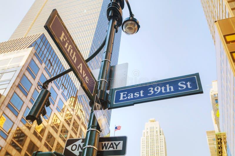Знак Пятого авеню стоковые фото