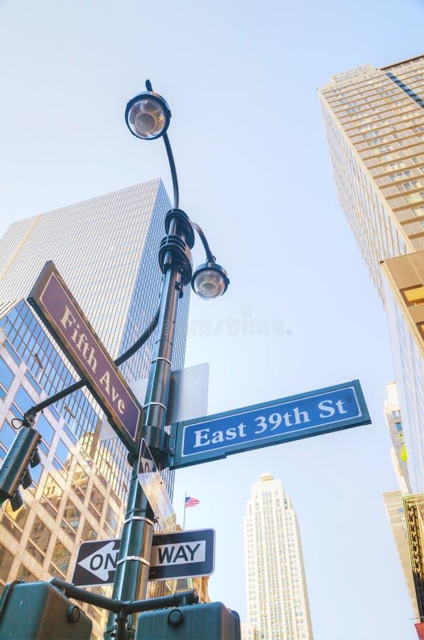 Знак Пятого авеню стоковые фотографии rf