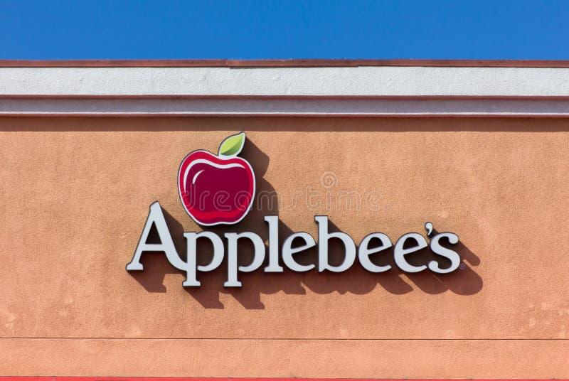 Знак ресторана Applebee. стоковое изображение