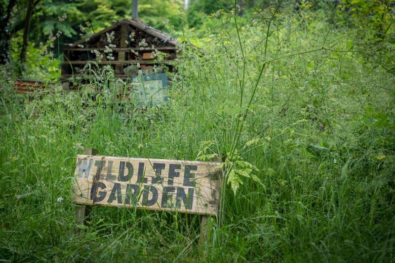 Знак сада живой природы водя до конца к природе стоковые фото