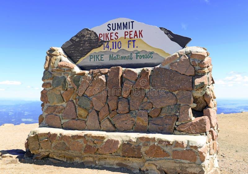 Знак саммита пика щук, Колорадо стоковое изображение