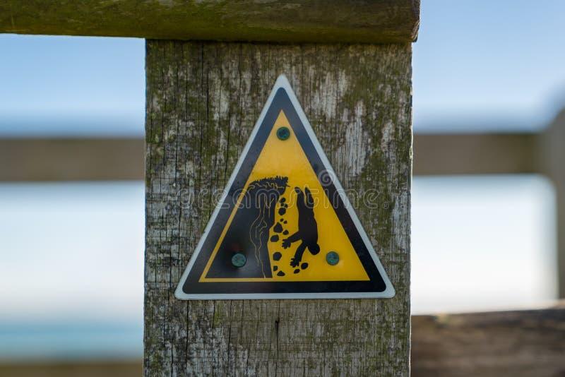 Знак: Скалы опасности стоковые изображения rf