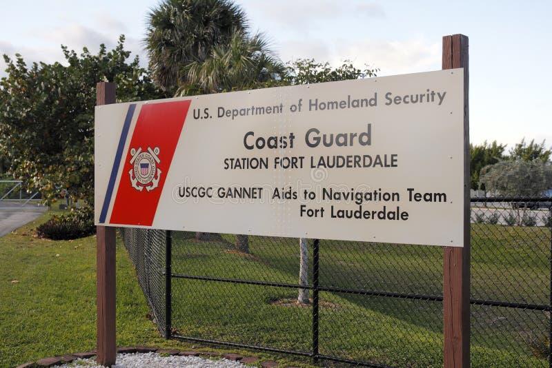 Знак станции службы береговой охраны стоковые изображения rf