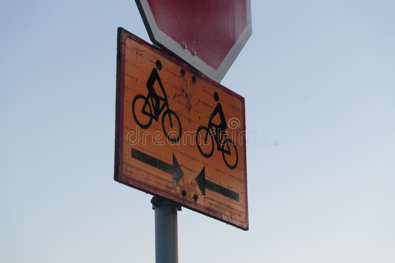 Знак стопа дороги и движение велосипедиста стоковое фото