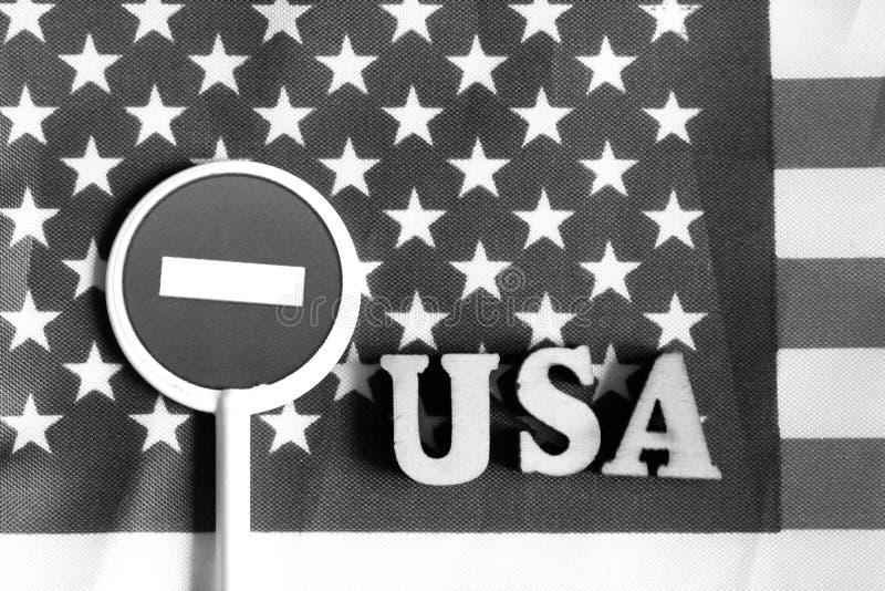 Знак стопа дороги на предпосылке флага Америки стоковая фотография