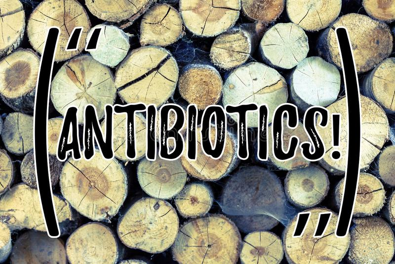 Знак текста показывая антибиотики Схематическое лекарство фото используемое в обработке и предохранении бактериальных инфекций де стоковые фотографии rf