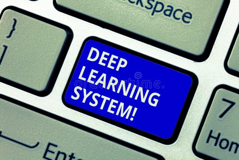 Знак текста показывая глубокую систему обучения Схематическое собрание фото алгоритмов используемых в клавише на клавиатуре машин стоковая фотография rf