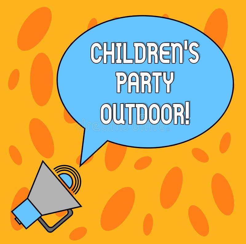 Знак текста показывая детям s партия на открытом воздухе Схематическое праздненство детей фото, который держат вне речи пробела д иллюстрация штока