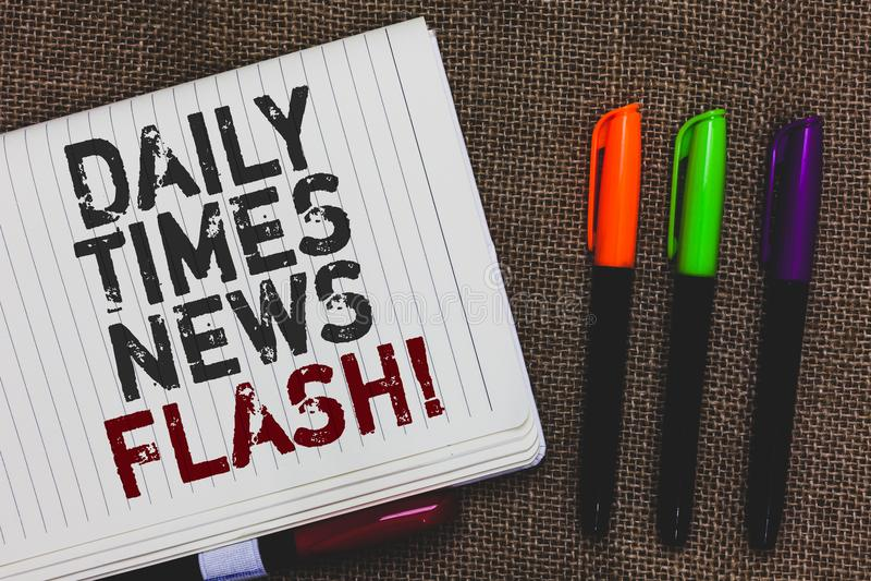 Знак текста показывая ежедневное краткое информационное сообщение времен Схематическая быстрая реакция фото к действиям случилась стоковое изображение