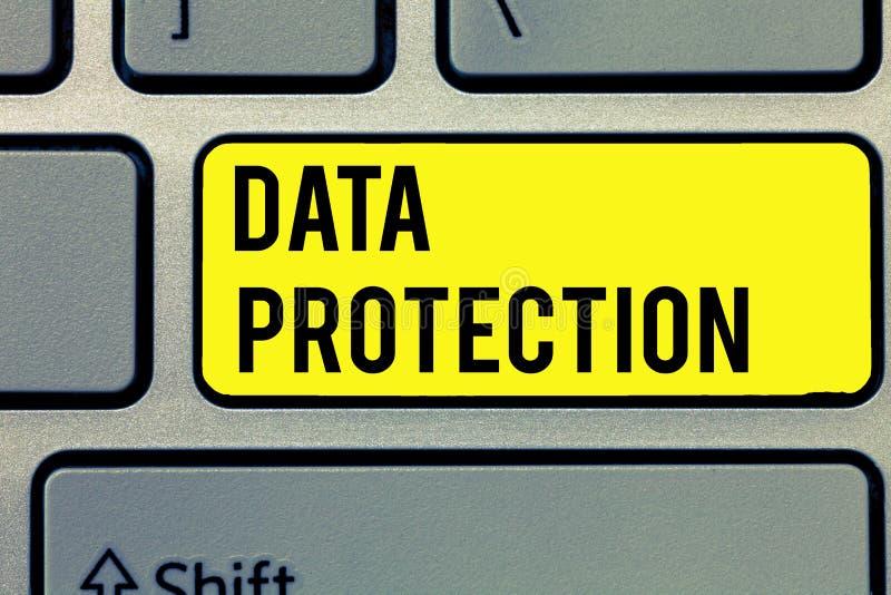 Знак текста показывая защиту данных Схематическое фото защищает IP-адресы и личные данные от вредного программного обеспечения стоковая фотография