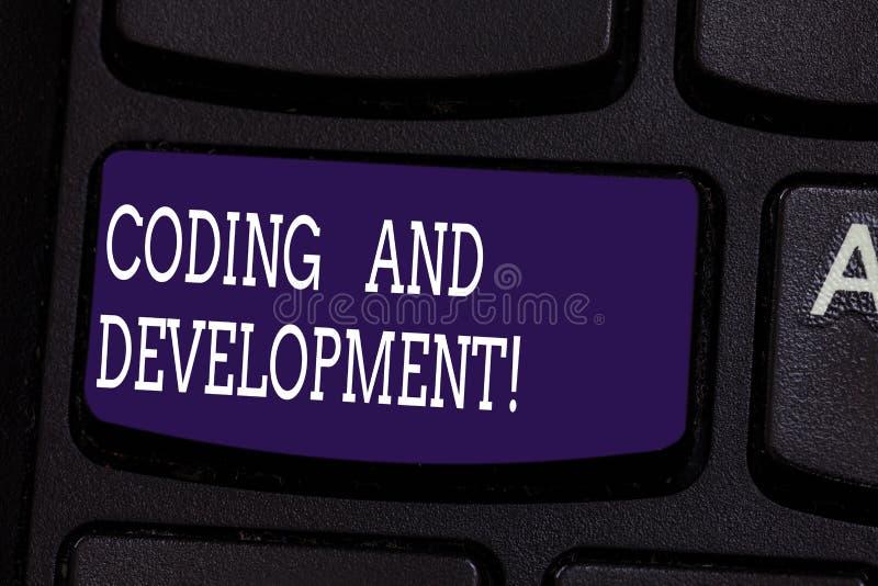 Знак текста показывая кодирвоание и развитие Схематическое фото для программирования или для создания программного обеспечения ил стоковая фотография