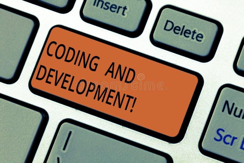 Знак текста показывая кодирвоание и развитие Схематическое фото для программирования или для создания программного обеспечения ил стоковая фотография rf