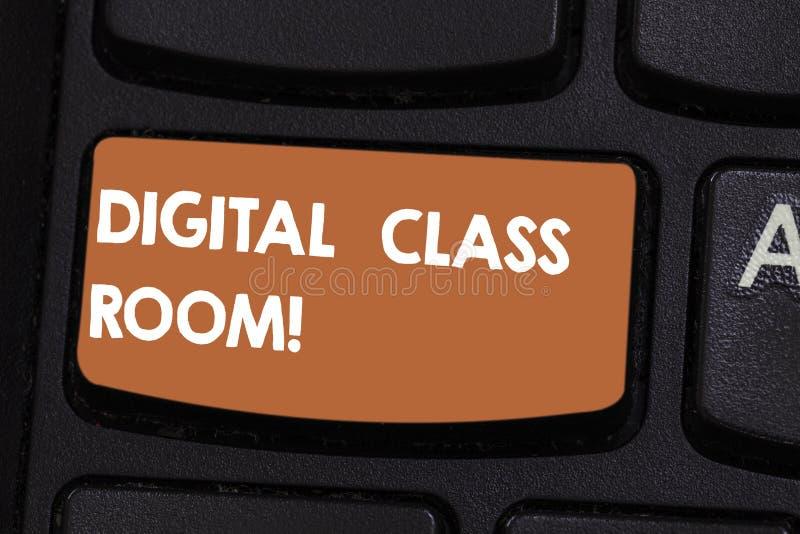 Знак текста показывая комнату класса цифров Схематическое фото где учить и взаимодействие студента с клавиатурой инструктора стоковая фотография