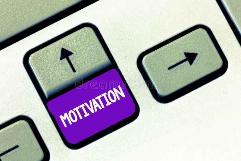 Знак текста показывая мотивировку Схематическое фото размышляет для действующий поступать в фактах определенного пути поддерживая стоковое фото rf