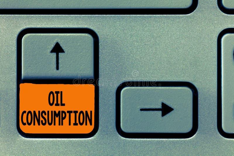 Знак текста показывая потребление нефти Схематическое фото этот вход полное масло уничтоженное в бочонках в день стоковые фото