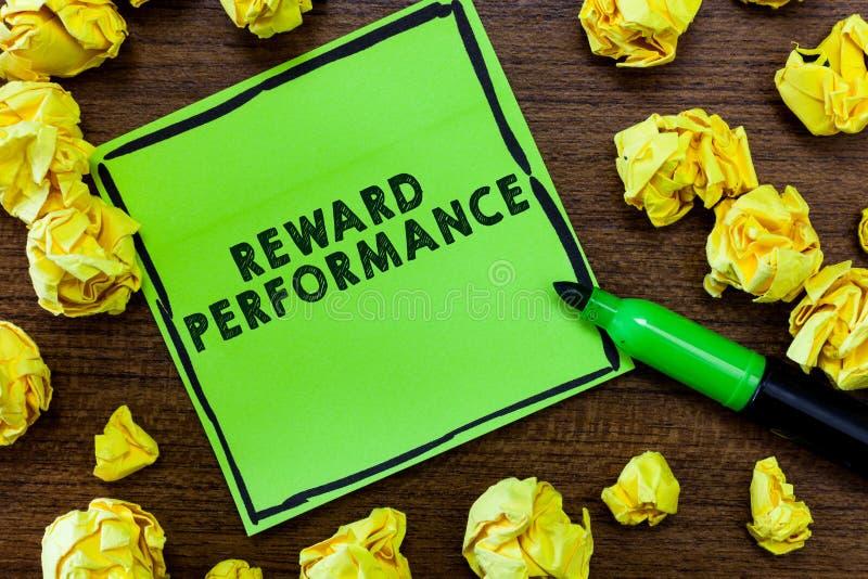 Знак текста показывая представление вознаграждением Схематическая оценка фото узнает стоимость работников относительную к компани стоковое фото