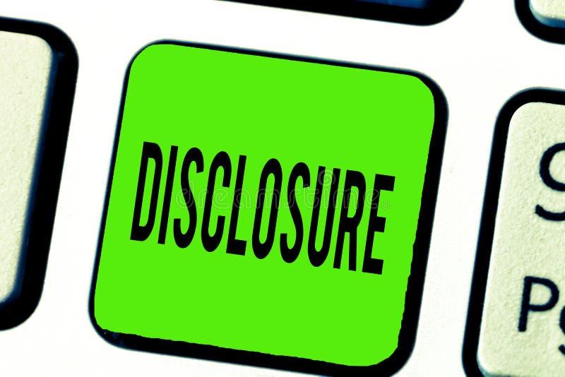 Знак текста показывая разоблачение Схематическое фото действие делать новое или секретная известной конфиденциальной информации стоковая фотография