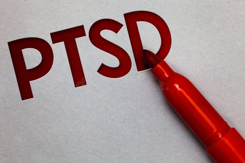 Знак текста показывая Ptsd Gre lite белой бумаги депрессии страха травмы душевной болезни разлада стресса схематического столба ф стоковые изображения rf