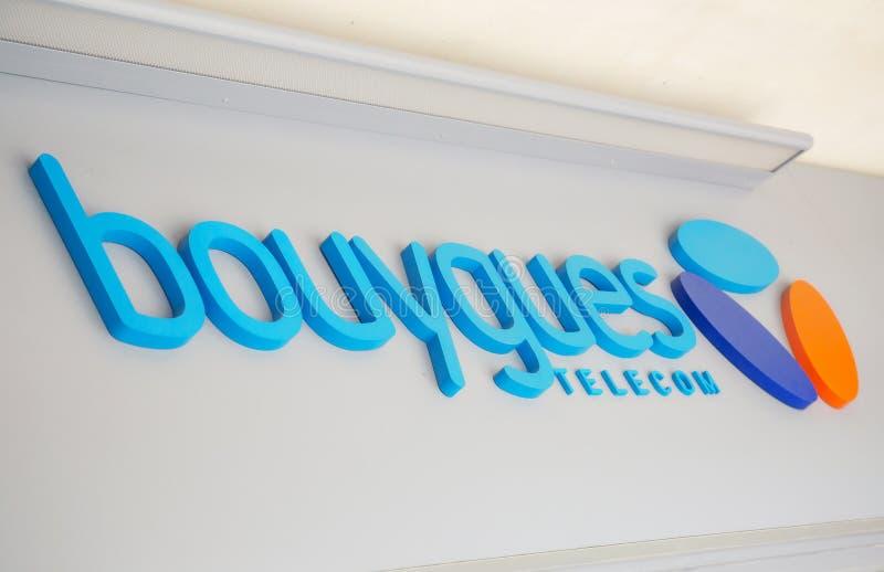 Знак телекоммуникаций Bouygues, главный французский поставщик telecommunic стоковые изображения rf