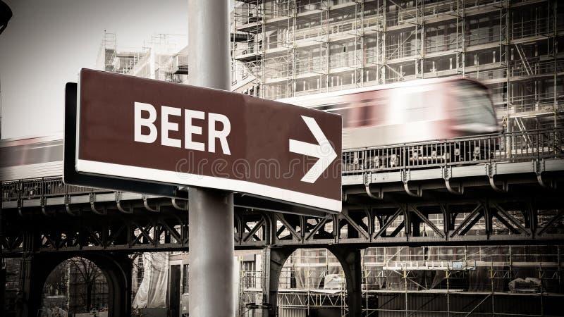 Знак улицы к пиву стоковые фото