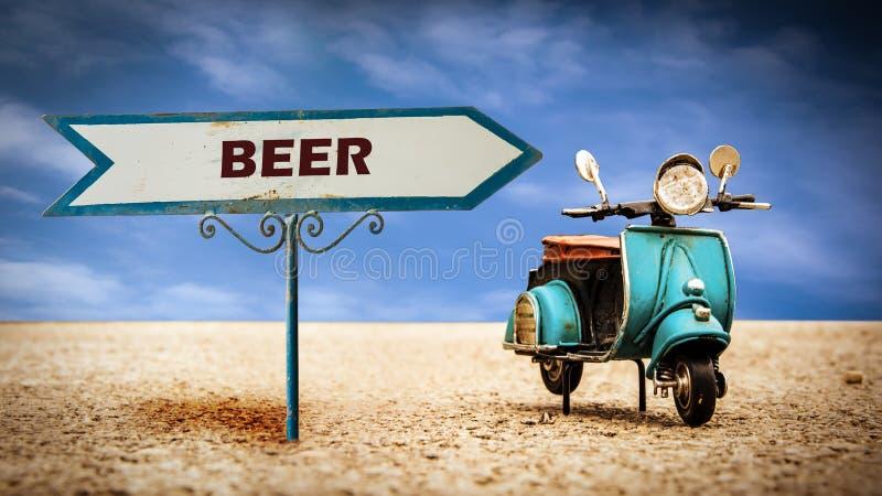 Знак улицы к пиву стоковые изображения