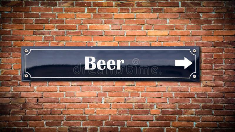 Знак улицы к пиву стоковая фотография rf