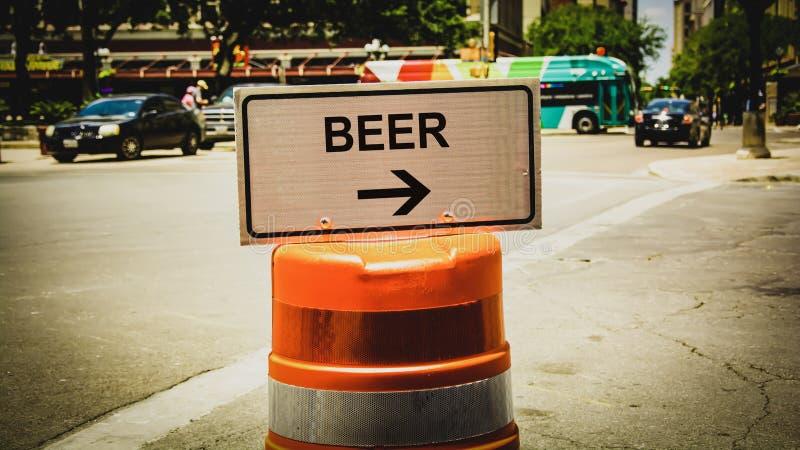 Знак улицы к пиву стоковое фото rf